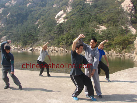 We train kung fu near lake